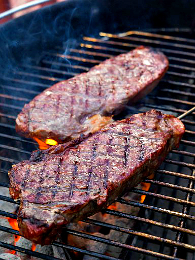 Grilled-Thick-Cut-New-York-Strip-with-Reverse-Sear-0858